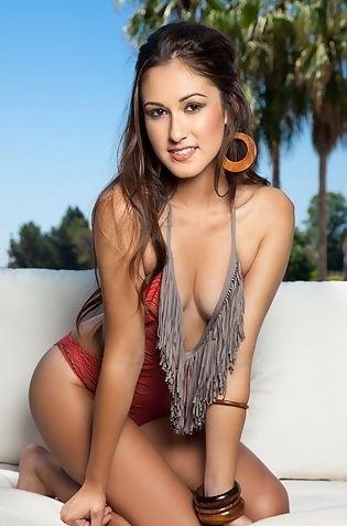 Tania Funes Sexy Babe