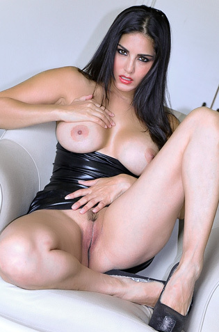 Sunny Leone Showing Pussy