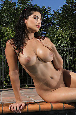 Sunny Leone Naked By The Pool